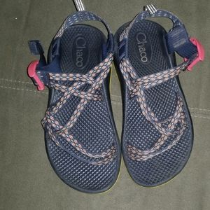 Girl's Chaco sandals